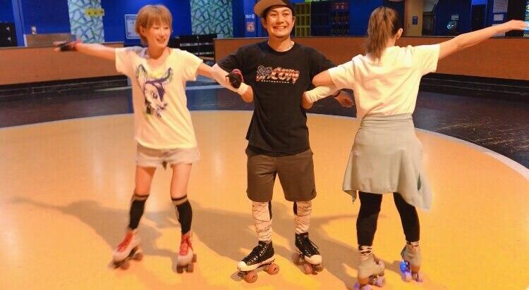ローラースケートで遊ぶ