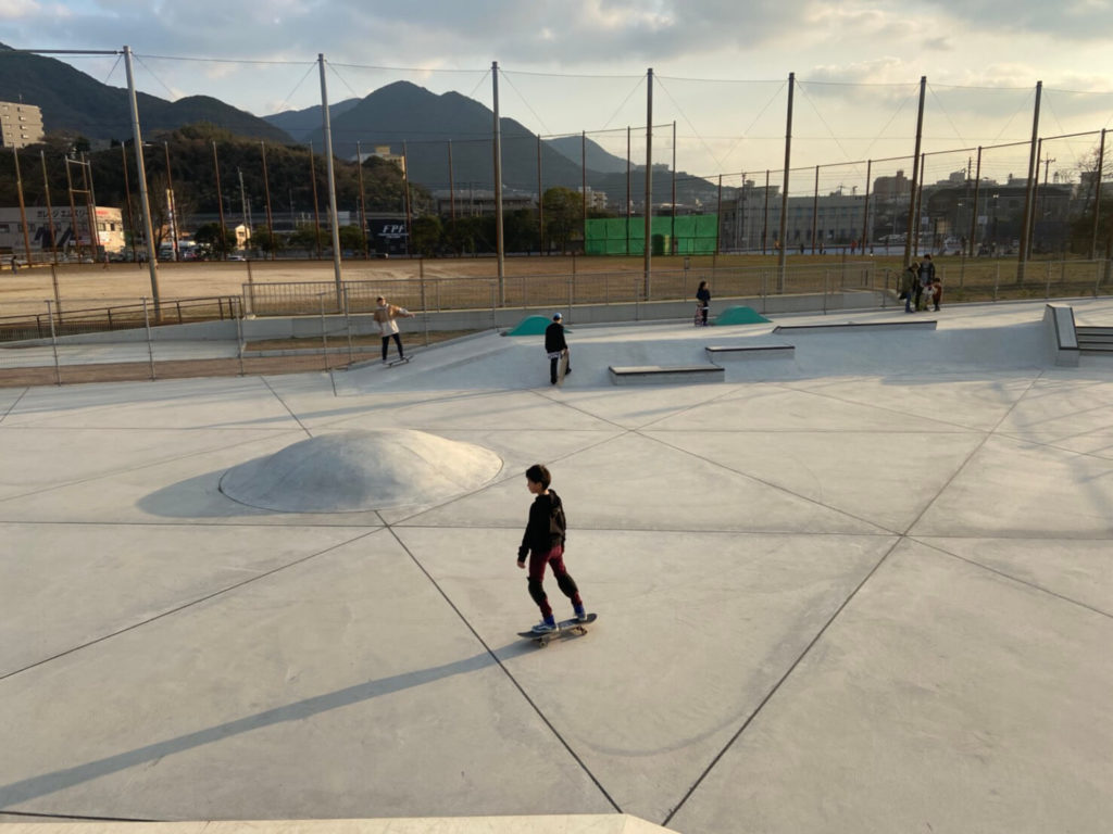 【九州 北九州 小倉】海沿いが心地良い! ボウルとストリートセクションが充実の延命寺臨海公園内の北九州スケートボードパークご紹介!